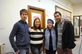 De izquierda a derecha: David Zurita, Ruth Agua, Almudena González y Alejandro Parrilla en el montaje de la exposición
